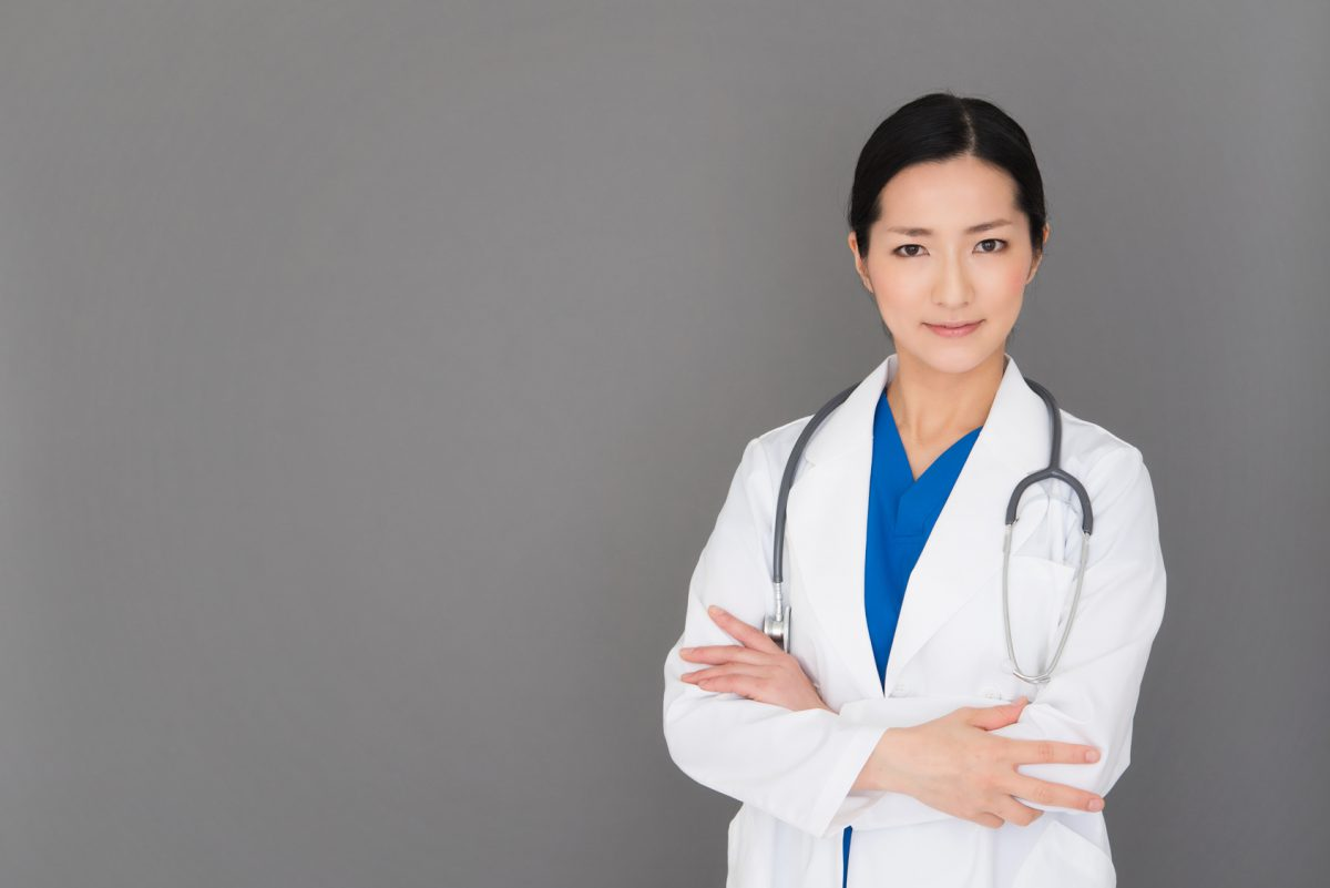 女性の医師