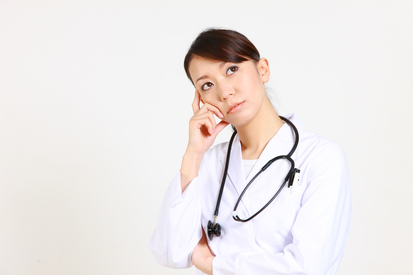 young japanese female doctor thinking/考える日本人女性医師