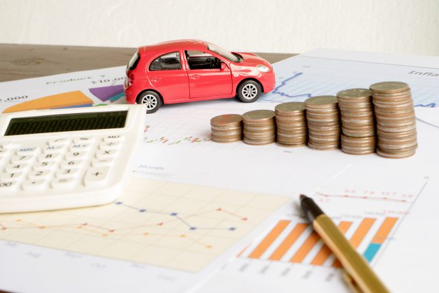 Car expenses calculate with notes and toy car