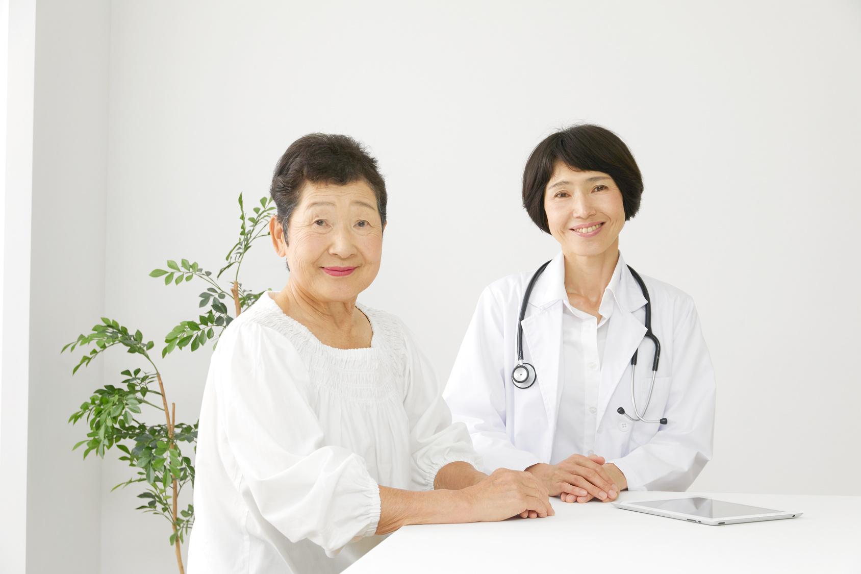 医療 医師と高齢者