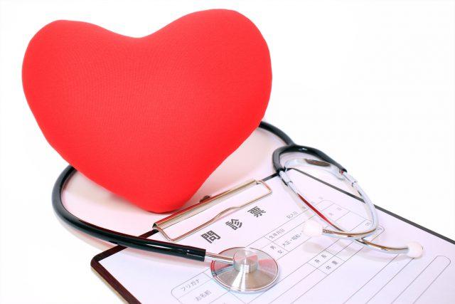 ハートに聴診器 心も体も大切に Heart and stethoscope to check your body and heart