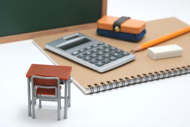 学習机 黒板 電卓 教育イメージ