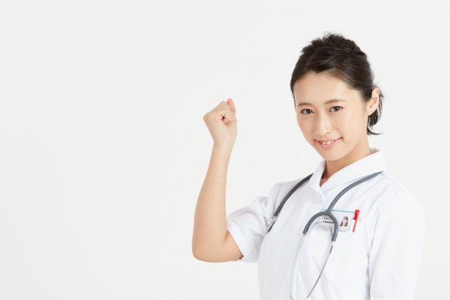 ガッツポーズする看護士